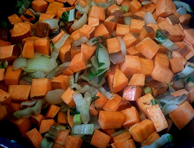 מנגולד, מתכון, אורגני, צמחוני, בטטה, חומוסים, חומוס מבושל, תבשיל בריא, בישול עד הבית, בישול ביתי, בנימינה, זכרון יעקב