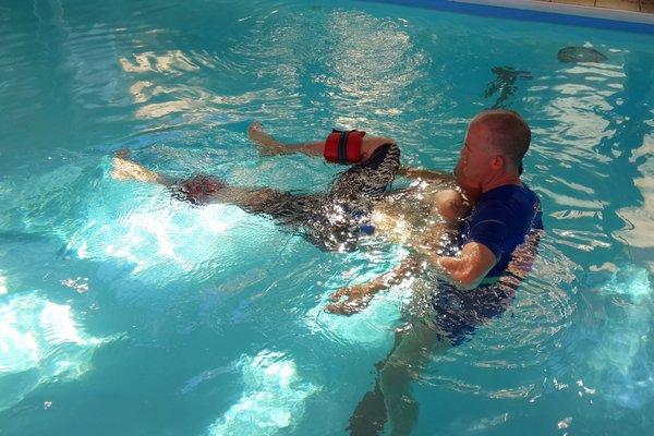 טיפולי המים יוצרים תנועה ועוזרים לשחרר את כאבי הגב