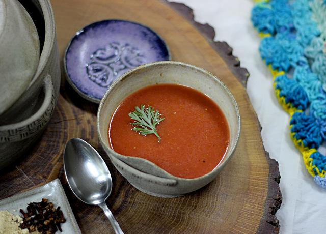 מרק ירקות, מרק שאריות, מרק סלק, מרק בטטה, מרק דלעת, מרק טבעוני, טבעוני, צימחוני, תבלינים מחממים