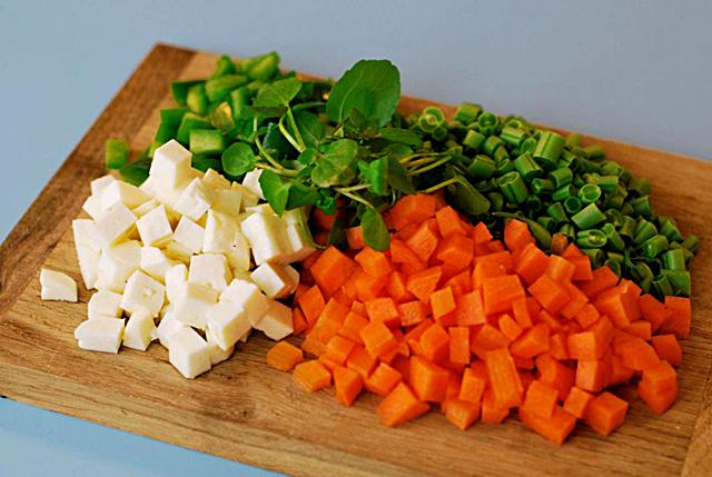 מרק, ירקות, מתכון, טבעוני, צמחוני, ללא בשר, רעיון לארוחת צהריים, מרק צבעוני, בטטה, סלק, חומוס, כרובית
