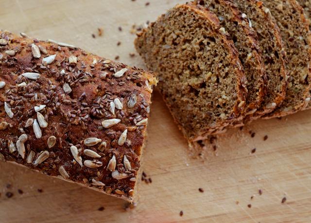לחם בריא, לחם איכותי, לחם מלא, קמח מלא, מינחת הארץ, כריך בריאות, ארוחה בכריך, מתכון, צמחוני, טבעוני, קמח, שיפון, כוסמין, מאפיית איכות, למוריה, פרדס חנה, כרכור, לחם בורקין, אסף נוב, מוריה אגמון, למוריה