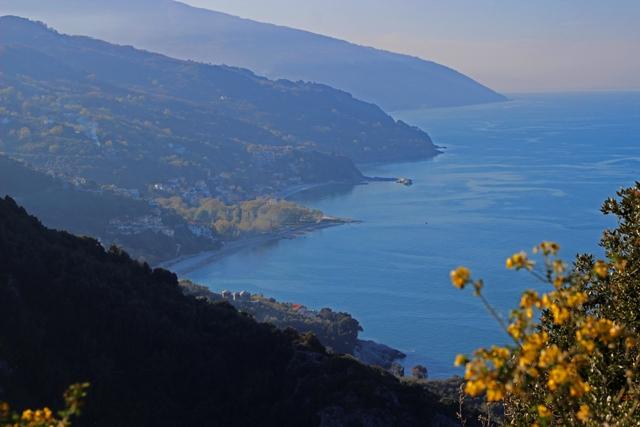 נוף אל הים מהצימר של אולגה בצגרדה Tsagkarada, יוון
